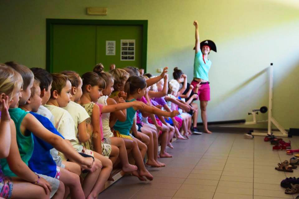 De Wiebelbeentjes activiteiten voor kleuters peuter dans turn motoriek denken voelen bewegen aalst